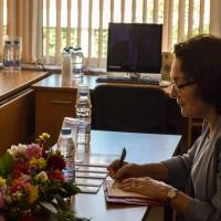 Министър Коларова посети ПГ по КТС